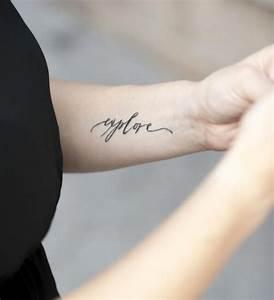 Tattoo Unterarm Schrift : die besten 25 tattoo unterarm schrift ideen auf pinterest tattoos schrift unterarm tattoos ~ Frokenaadalensverden.com Haus und Dekorationen