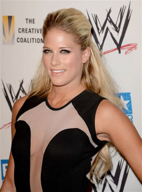 kelly kelly  wwe summerslam vip kick  party zimbio