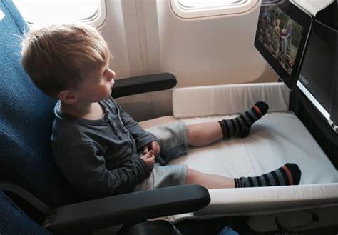 siege dans un avion bed box de jetkids un lit pour enfant dans l 39 avion bb