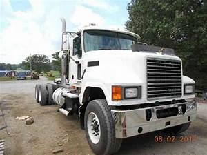 Peterbilt 388  2008    Daycab Semi Trucks