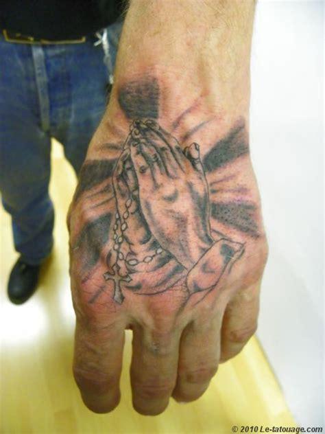 Tatouage Chapelet Priere Sur La Main Homme