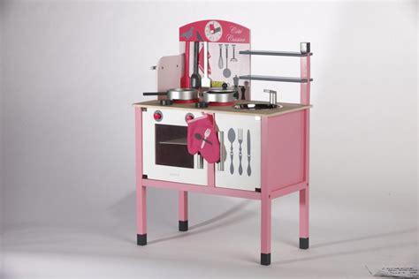 maxi cuisine mademoiselle janod des jouets de luxe cyberpresse