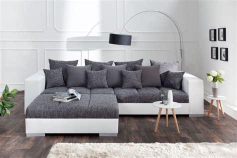 Xxl-sofa In Einzigartigem Design