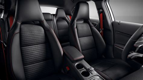 O interior do classe a envolve literalmente os ocupantes. Mercedes Benz A Class A200 D Sport Interior Image Gallery, Pictures, Photos