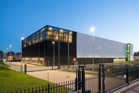 equinix  data center amsterdam  netherlands