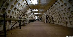 What lies beneath London? - BBC News