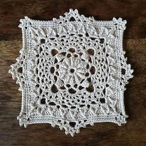 Set De Table Au Crochet : original petit napperon carr cru 10 5 cm textiles et tapis par le crochet d arwennn ~ Melissatoandfro.com Idées de Décoration