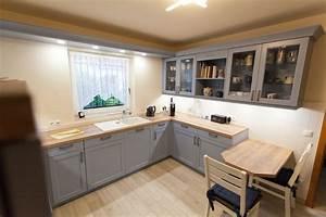 Landhaus kuche blau mit spezieller holzmaserung for Landhauskueche