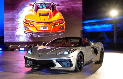 chevrolet corvette stingray convertible drops  top