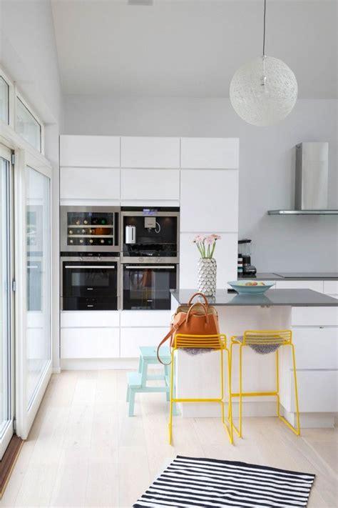 photo de cuisine amenagee cuisine amenagee avec bar 9 cuisine moderne