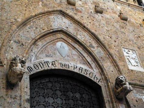 Sede Monte Dei Paschi Di Siena Scandalo Mps Arrestato L Ex Responsabile Area Finanza