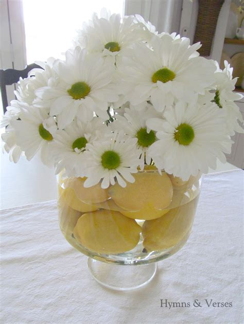 dining table floral arrangements don 39 t you think that daisies are the happiest flower