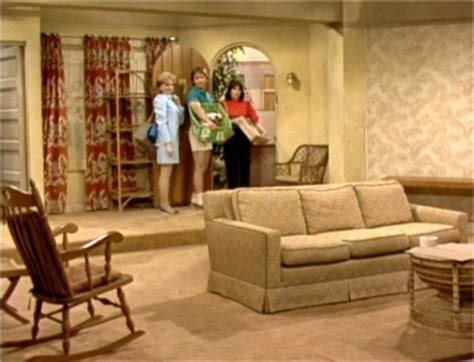 Name That Tv House! Which Famous Tv Show Is This Living