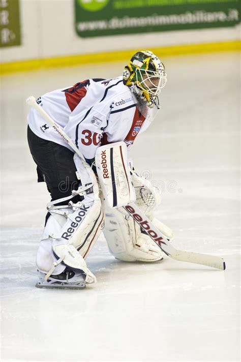 Lodowego hokeja bramkarz obraz stock editorial. Obraz złożonej z osoba - 28746084