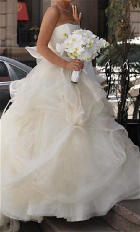 vera wang gisele  size   wedding dresses