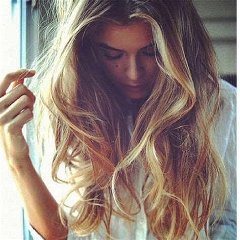 how to style wavy hair naturally wavy hair hairstyles 1189