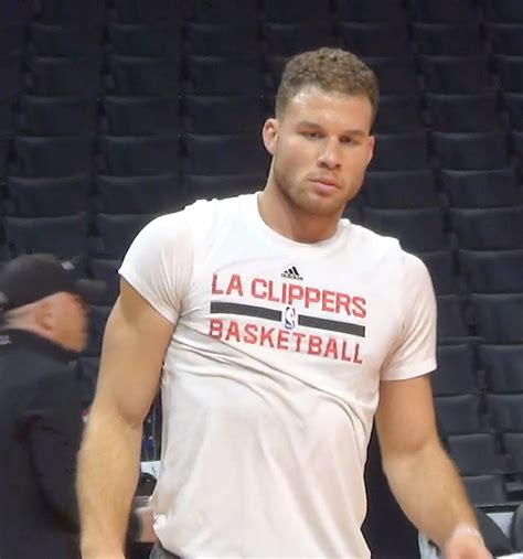blake griffin breaks hand  fight los angeles post