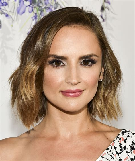 rachael leigh cook short wavy cut short hairstyles lookbook stylebistro