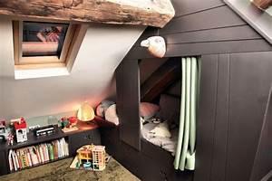 Cabane Chambre Enfant : un vrai lit cabane dans une chambre d 39 enfant une suite parentale am nag e sous les combles ~ Teatrodelosmanantiales.com Idées de Décoration