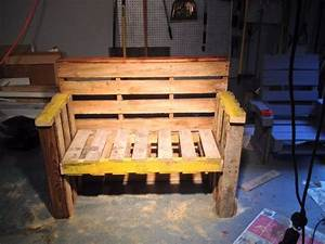 [How to] Turn old pallets into furniture for your home 1