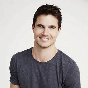 Robbie Amell Biography, Bio, Net Worth, Professional ...