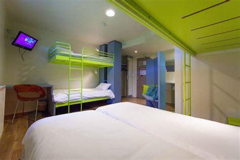 chambre futuroscope chambre rénovée 5 personnes photo de hôtel du