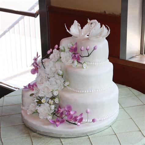 wedding cake  gumpaste flowers  swans cakecentralcom