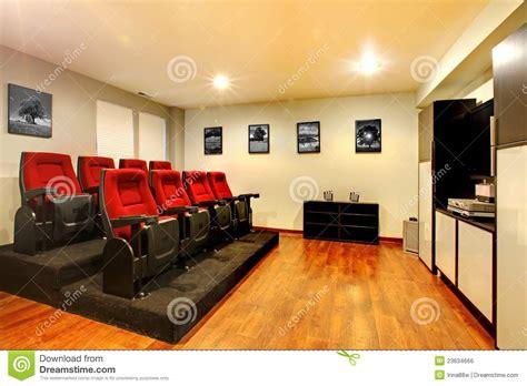 maison de la salle int 233 rieur 224 la maison de pi 232 ce de divertissement de salle de cin 233 ma de tv image libre de droits