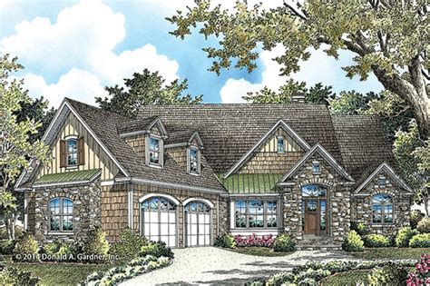 Traditional Style House Plan 4 Beds 4 Baths 2607 Sq/Ft