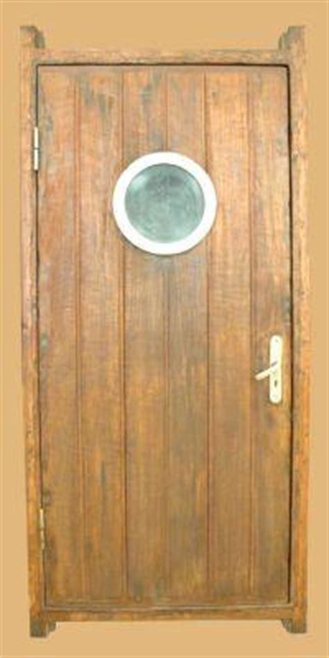 porte de cabine de bateau avec hublot v003 7