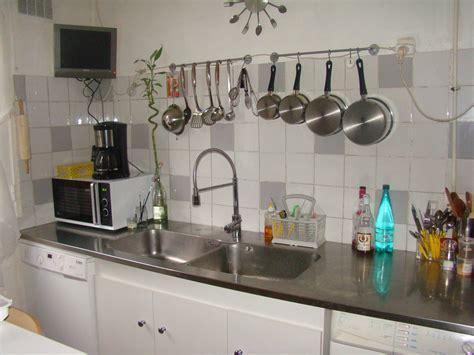 plan de travail cuisine en cuisine photo 1 3 plan en inox avec carrelage blanc et