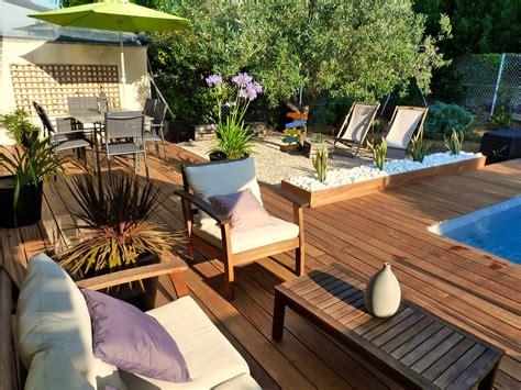 decoration jardin autour de la piscine terrasse en bois