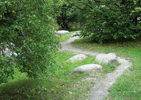 Wege Im Garten by Pfad Im Garten Anlegen Naturnahe Wege