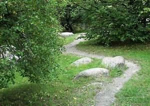 Wege Im Garten : pfad im garten anlegen naturnahe wege ~ Lizthompson.info Haus und Dekorationen
