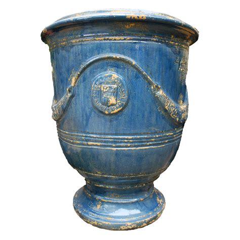 vase anduze bleu lavande vieilli eye of the day garden design center