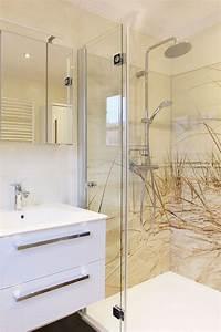 Badezimmer Platten Statt Fliesen : fugenloses badezimmer ohne fliesen in hellen farben und d nenmotiv in der dusche in 2019 ~ Watch28wear.com Haus und Dekorationen