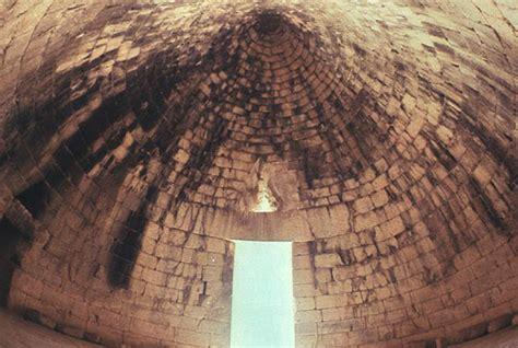 Corbelled Vault by Mycenaean Tholos Tombs And Early Mycenaean Settlements