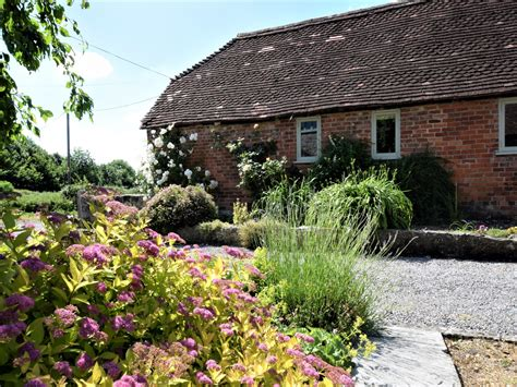 1 Bedroom Cottage In Warminster Dog Friendly Cottage In