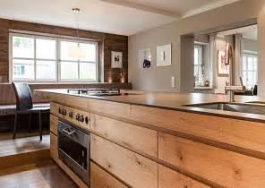 freistehende kochinsel mit fronten aus holz haus wood kitchen cabinets interior - Kchenbeispiele Mit Kochinsel Holz