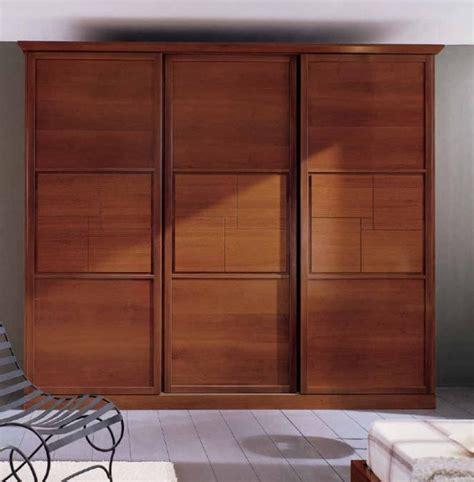 Holz gehört zu den ältesten deinen individuellen kleiderschrank aus holz stellst du aus mehreren modulen zusammen: Der zeitlose Holz-Kleiderschrank verleiht ein edles Flair - 48 Ideen
