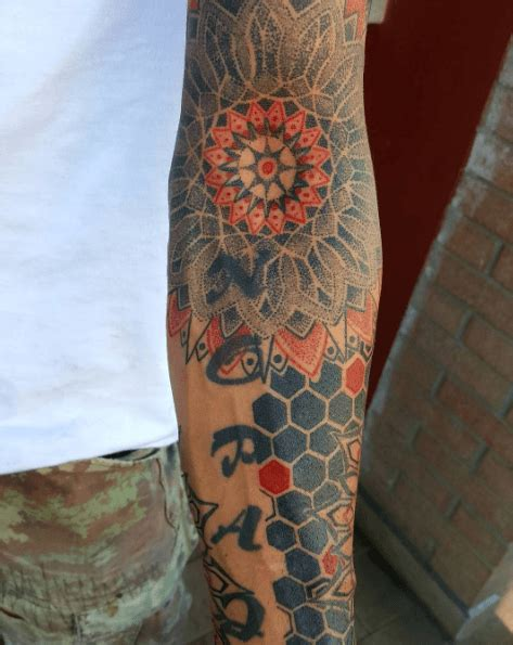 tatouage mandala dotwork la selection tattoome le