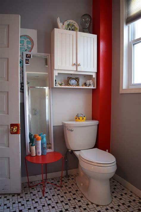 Rental Apartment Bathroom Ideas by 20 Reversible Ideas To Overhaul Your Rental Bathroom Now