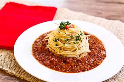 Lihat juga resep sosis gurita spaghetti bolognese enak lainnya. Spicy Spaghetti Bolognese | Resep dari Dapur KOBE