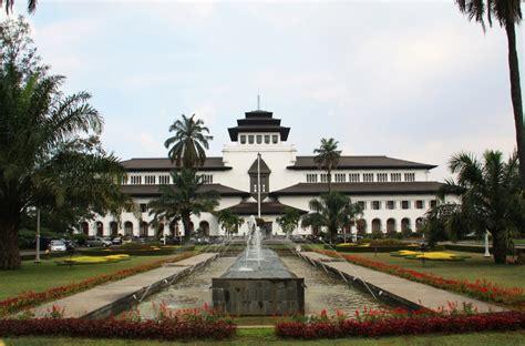 tempat wisata populer  bandung  wajib dikunjungi