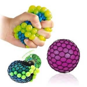 squishy mesh stress carlo maar de borstenstressbal is ook een goeie optie megagadgets