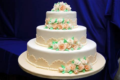 Wedding Cake Decorations by Ca Wedding Cakes 101 Part Ii Cake Icings