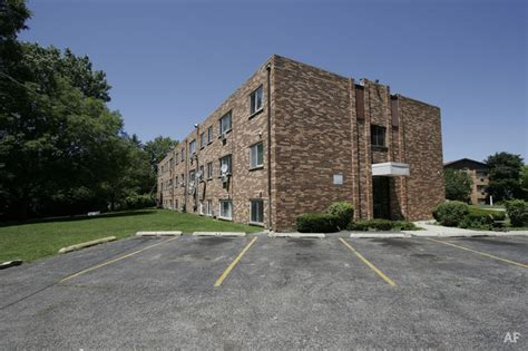 Irongate Apartment Homes by Briarton Place Apartments Glen Ellyn Il Apartment Finder