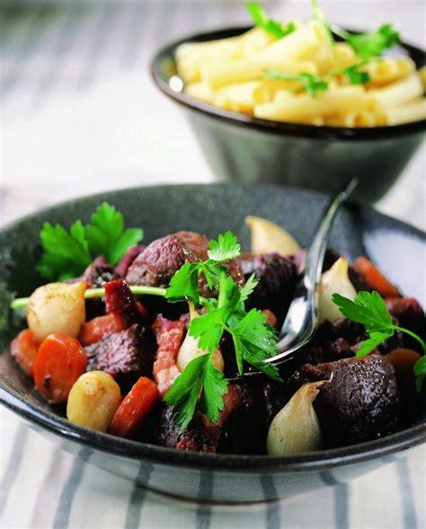 cuisine et vins de noel recette le bœuf bourguignon cuisine et vins de