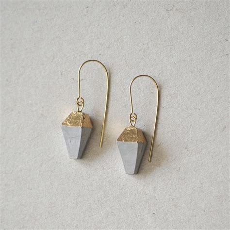 silberschmuck selber machen ohrringe aus beton und 24k gold beton pearls auf