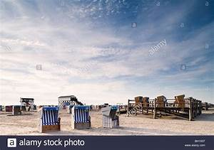 Beach Hostel St Peter Ording : beach chairs on the beach under clouded sky st peter ording stock photo royalty free image ~ Bigdaddyawards.com Haus und Dekorationen